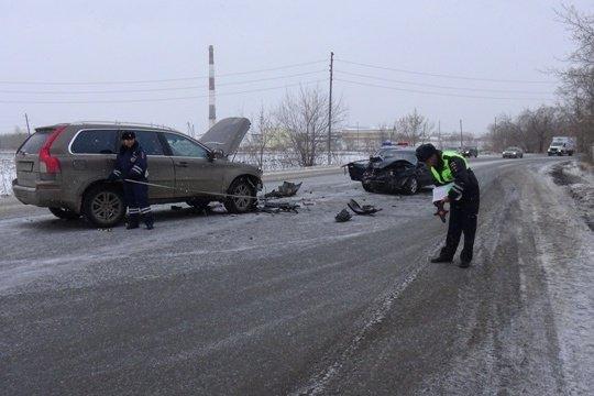 В Свердловской области женщина-водитель отвлеклась на телефон и устроила смертельное ДТП (1)