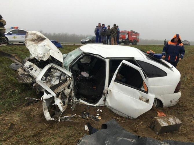 Двое взрослых и ребенок погибли в ДТП вРостовской области (3)
