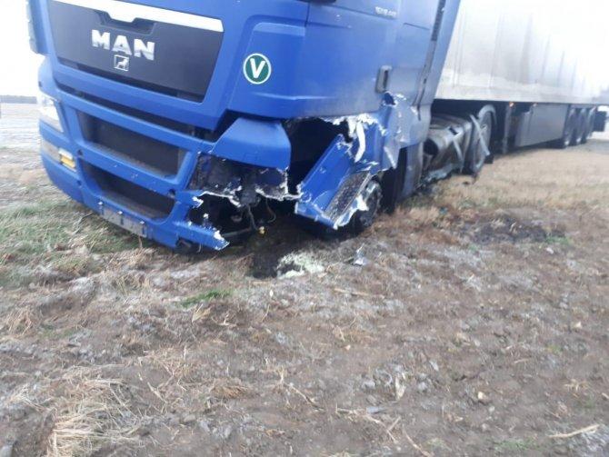 Водитель «Лады» погиб в ДТП с грузовиком на Ставрополье (2)