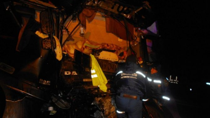 Водитель грузовика погиб в ДТП в Ростовской области