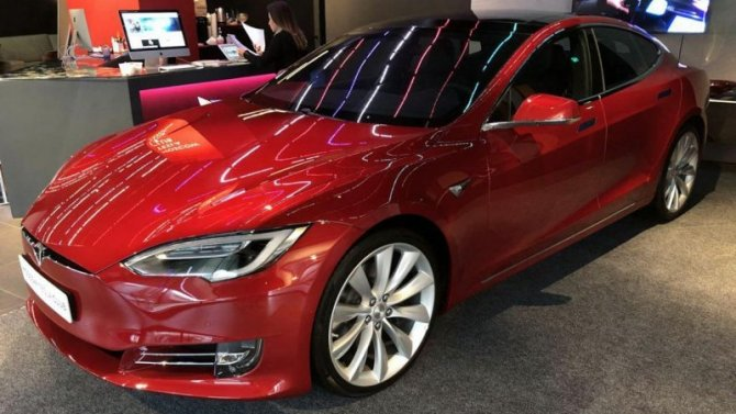Tesla Model Sстанет быстрее чем Porsche Taycan