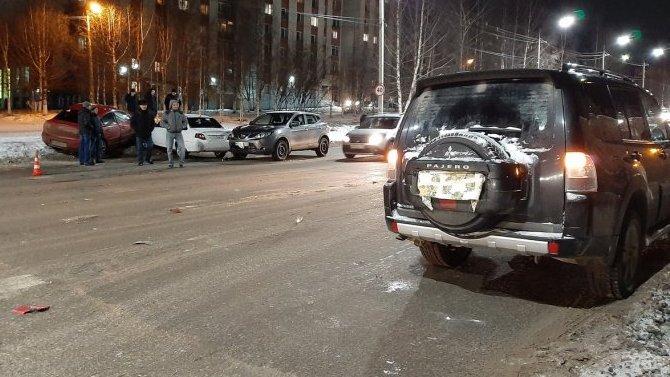 В Ухте столкнулись четыре автомобиля