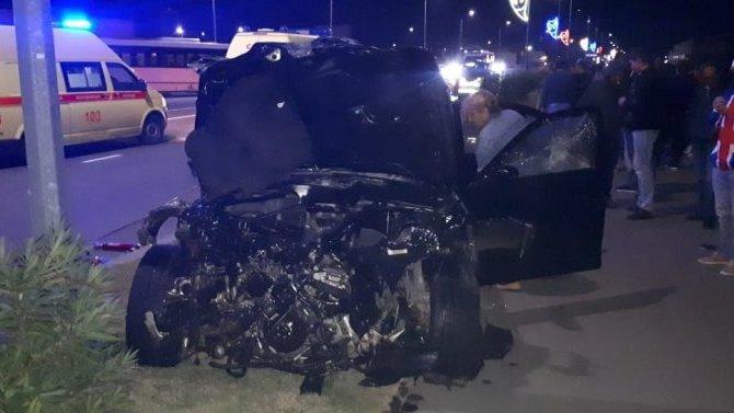 В Сочи автомобиль BMW насмерть сбил велосипедиста и врезался в автобус