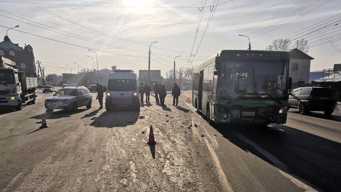 Женщина погибла в ДТП с автобусом в Иркутске