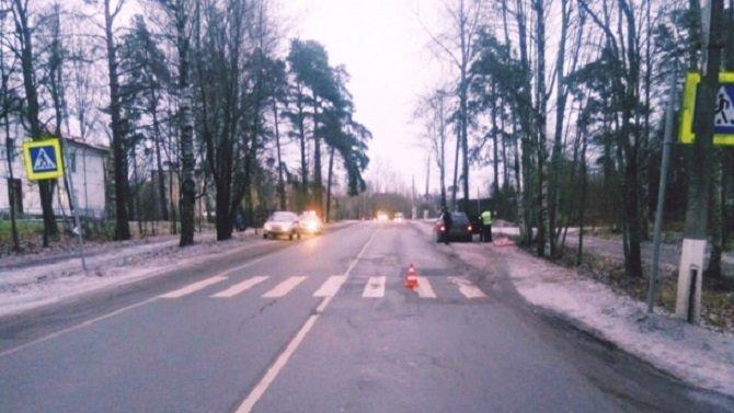 Под Петербургом на переходе сбили женщину
