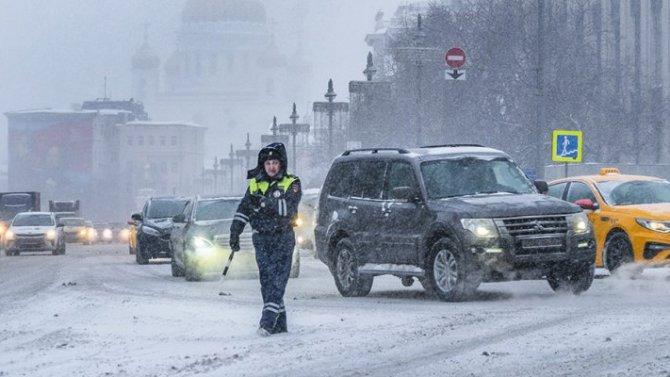 Московских автомобилистов попросили ездить вметро