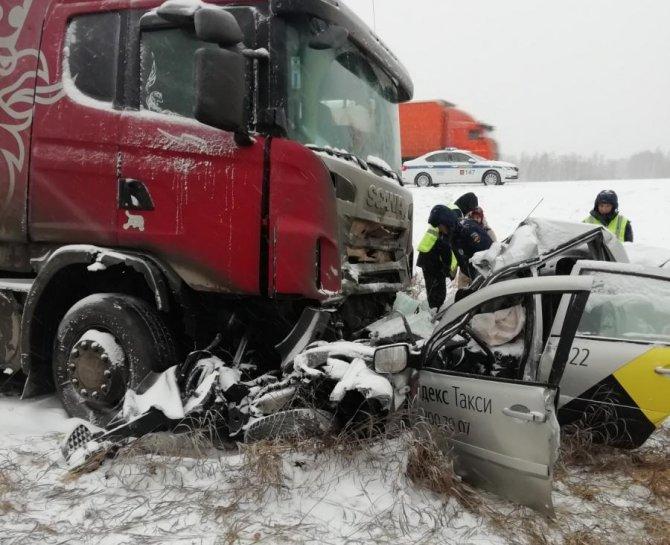 Женщина погибла в ДТП с грузовиком под Челябинском