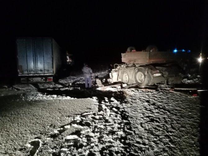 В ДТП с двумя грузовиками в Свердловской области погиб водитель (2)