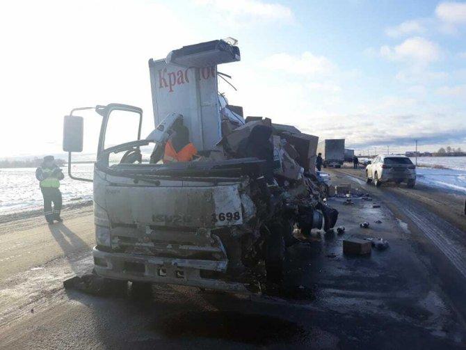 Водитель грузовика погиб в ДТП в Тюменской области (1)