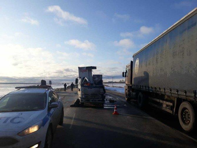 Водитель грузовика погиб в ДТП в Тюменской области (2)