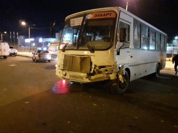 После ДТП с автобусом в Кургане водитель умер в больнице (2)