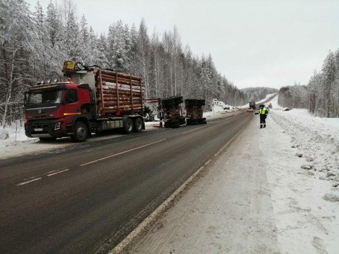 В ДТП с лесовозом в Карелии погиб человек (2)