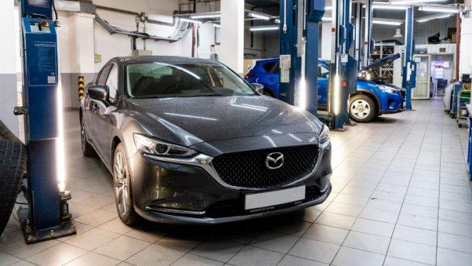 А как Вы поздравите свою Mazda с Новым годом?