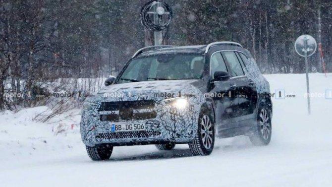 Электрокроссовер Mercedes-Benz EQB выехал надорожные испытания