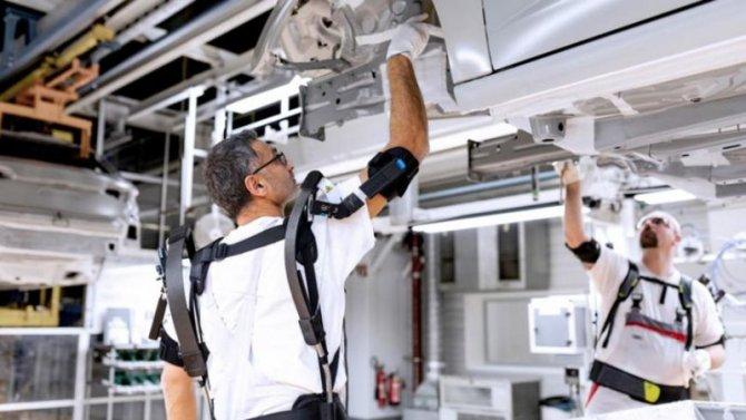 Audi тестирует экзоскелеты для рабочих