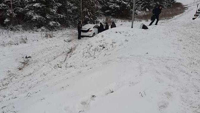 В Башкирии иномарка врезалась в дерево – погиб пассажир