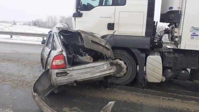 Два человека погибли в ДТП с грузовиком под Саратовом