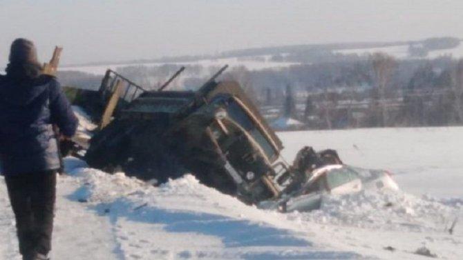 Четыре человека погибли в ДТП в Алтайском крае