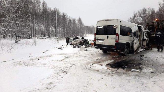 Два человека погибли в ДТП с автобусом в Томской области