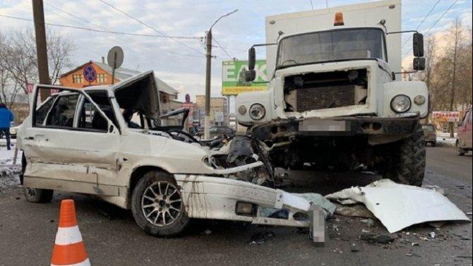 В ДТП в Кирове погиб водитель ВАЗа