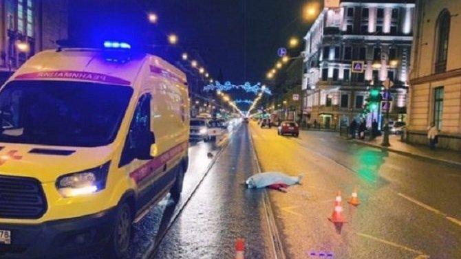 В Петербурге на Литейном насмерть сбили женщину