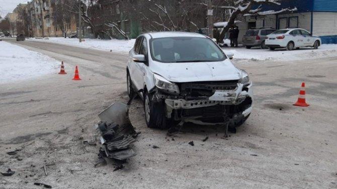 В Екатеринбурге машину после ДТП отбросило на пешеходов – погиб мужчина