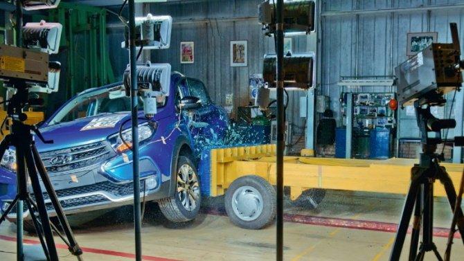 «АвтоВАЗ» рассказал, как проверяет набезопасность свои машины