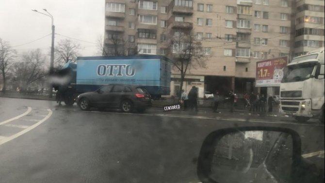 В Петербурге насмерть сбили женщину