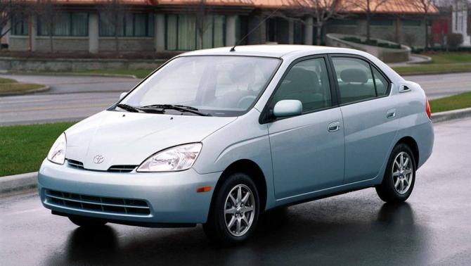 2 Toyota Prius
