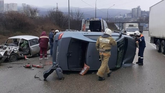 Один человек погиб и четверо пострадали в ДТП под Новороссийском
