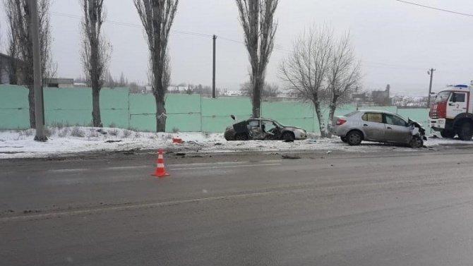 Мужчина погиб в лобовом ДТП в Волгограде