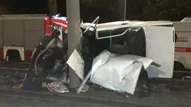 В Курске автомобиль врезался в столб – погиб человек