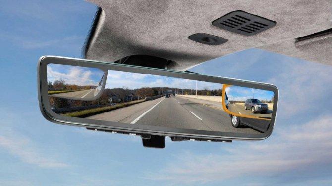 Aston Martin разрабатывает зеркала-телевизоры