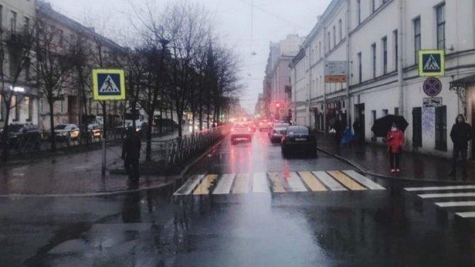 В Петербурге в Василеостровском районе сбили беременную