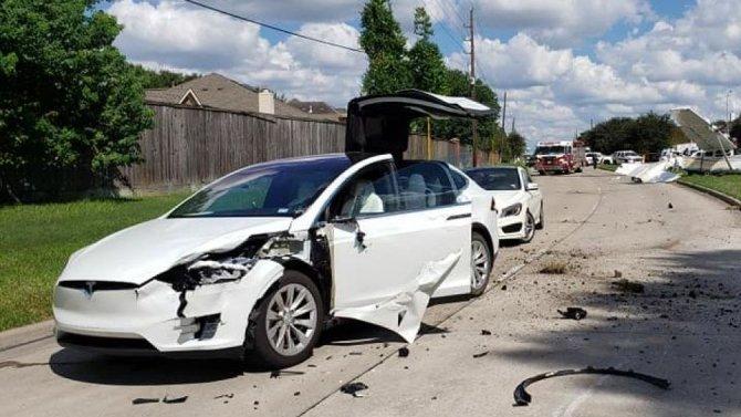 Баг в программном обеспечении автомобилей Tesla стал причиной уже 110 аварий в США