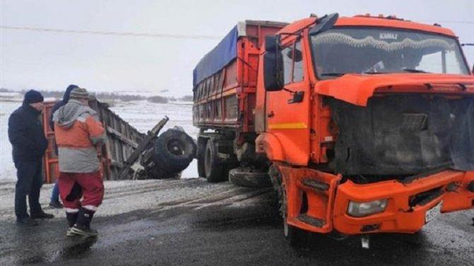 В ДТП с КамАЗом в Большечерниговском районе погибли два человека