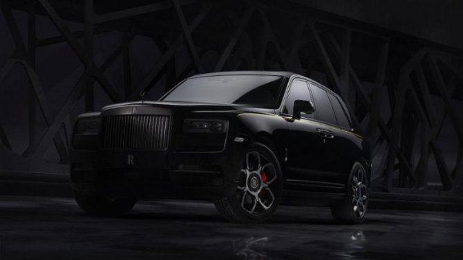 В России появился Rolls-Royce Cullinan Black Badge
