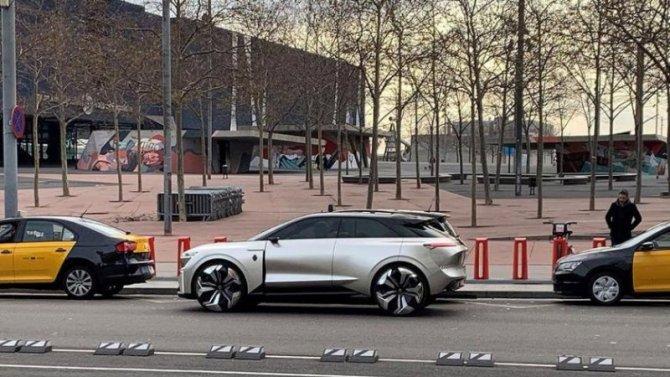 В Барселоне замечен странный Renault