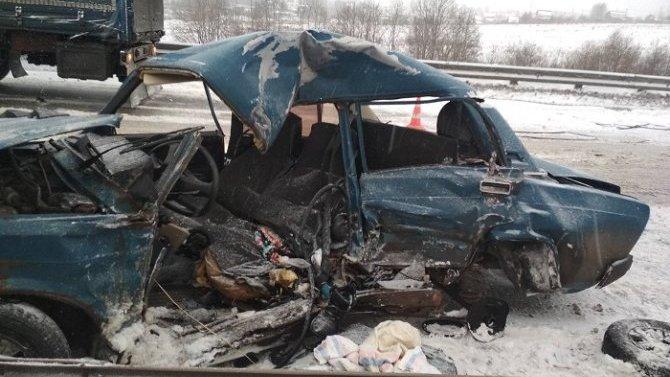 Мужчина погиб в ДТП с грузовиком в Вологде