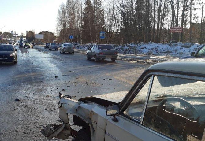 2-летний ребенок пострадал в ДТП в Сыктывкаре (3)