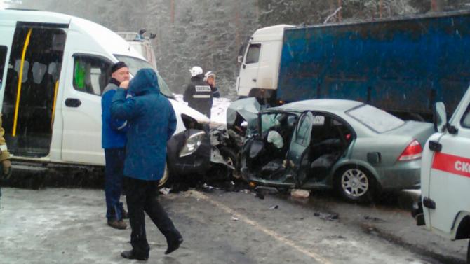 ВДТП под Владимиром погибла женщина, ещё 8 человек пострадало
