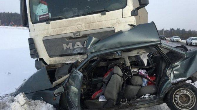 4-летняя девочка и мужчина погибли в ДТП в Удмуртии