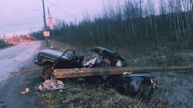 В Колпино ВАЗ врезался в столб – погиб пассажир