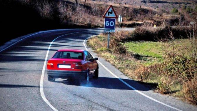 ГИБДД начнёт отслеживать странно движущиеся автомобили