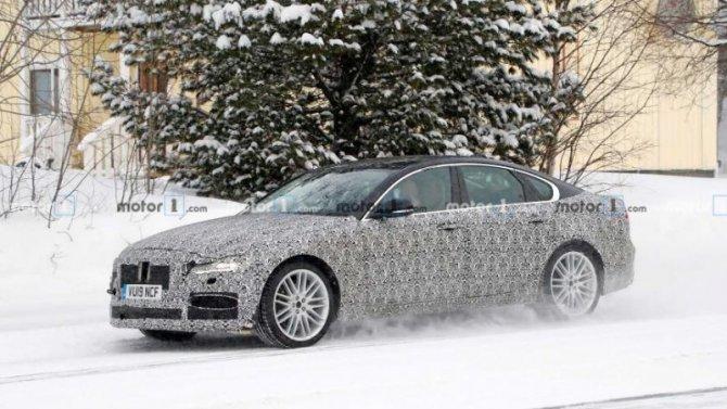 Надорогах замечен «мул» нового JaguarXF