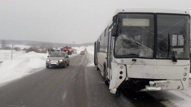 В Пермском крае в ДТП с автобусом погиб человек