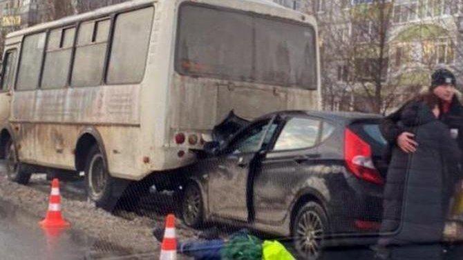 В ДТП с автобусом в Вологде погиб человек