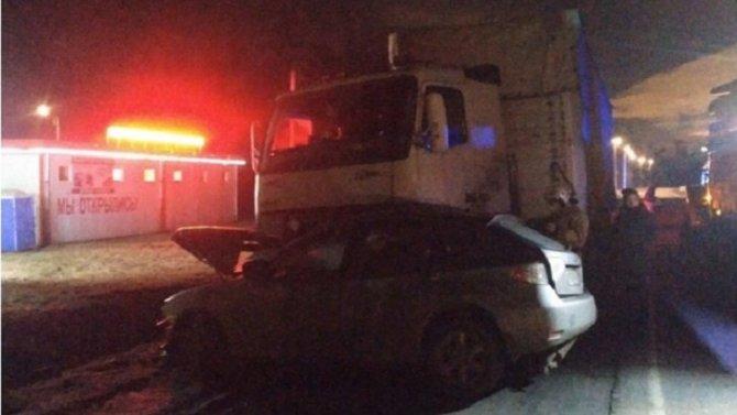 Два человека погибли в ночном ДТП под Петербургом