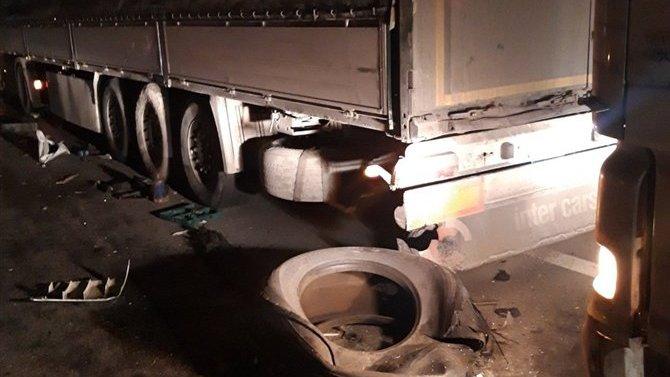 Под Тольятти грузовик сбил трех человек – двое погибли