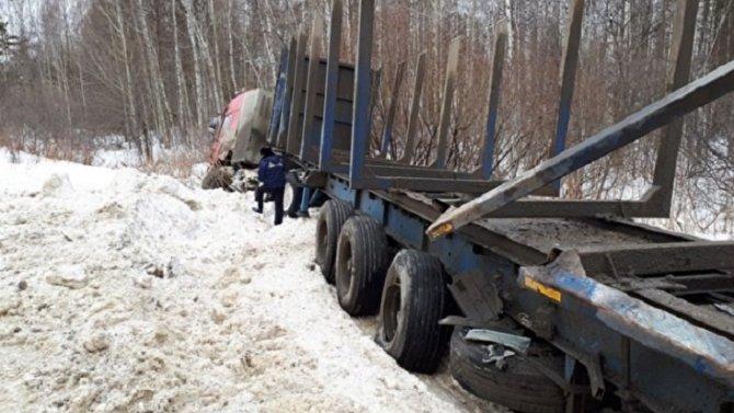 Два человека погибли вДТП смикроавтобусом вСвердловской области